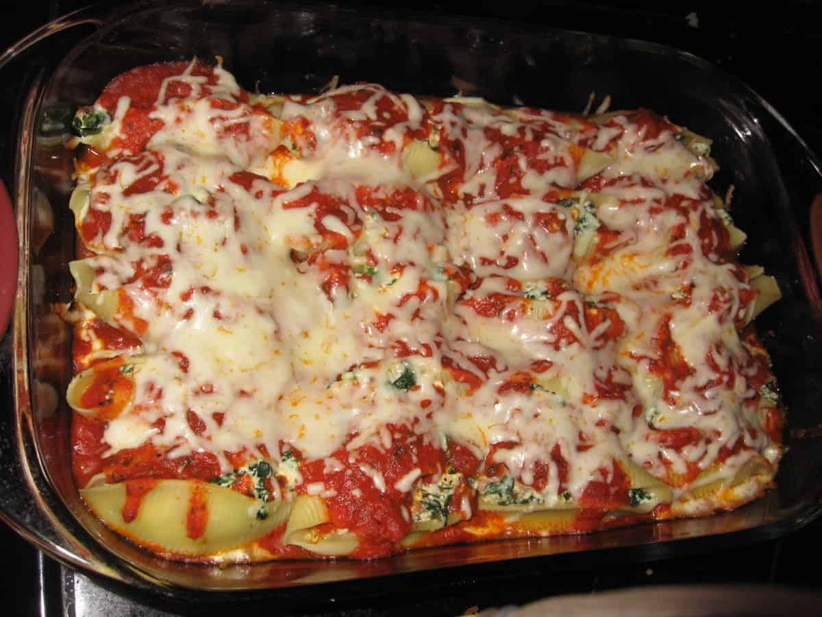 Spinach and Ricotta Stuffed Shells [Recipe]