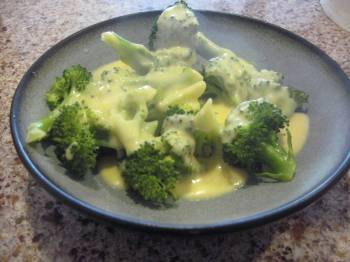 Broccoli Trees with Cheese Dipping Sauce [Recipe]