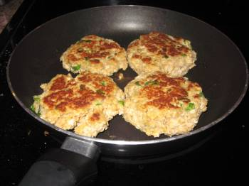 Super Simple Salmon Cakes [Recipe]