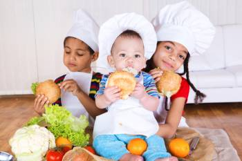 Kids eating sandwiches